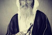 أنجب 5 أبناء هم راشد وخليفة وأحمد وموزة وشيخة، وتولى ابنه الشيخ الحكم من بعده عام 1958