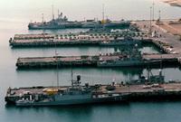 بالإضافة إلى ما يقارب 60 ألف عنصر من الضباط والبحارة منهم أكثر من 12 ألف عنصر مشاة بحرية
