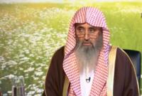 """تخرج في كلية أصول الدين بجامعة الإمام محمد بن سعود، ثم حصل على الماجستير برسالة عنوانها """"الحكمة في الدعوة إلى الله"""""""