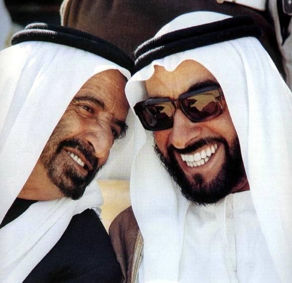 الشيخ زايد بن سلطان آل نهيان حاكم إمارة أبوظبي، ونائبه الشيخ راشد بن سعيد آل مكتوم حاكم إمارة دبي