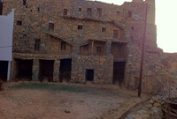 كما يوجد بها قلاع آل عليان الأثرية التي يعود تاريخها لعدة قرون
