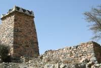 كما يوجد بالمدينة آثار قديمة يعود تاريخها لما قبل الإسلام حيث كانت الطائف أحد أشهر المدن العربية بجانب مكة والمدينة آنذاك