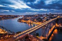 كانت لشبونة في العصر الإسلامي مدينة شديدة الحصانة وكان يحيط بها سور، وبداخلها قلعة