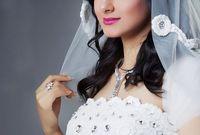 في عام 2010، تزوجت الممثل والمنتج الإماراتي د. حبيب غلوم، الذي يكبُرها بعشرين عامًا، كما أنها وافقت على أن تكون الزوجة الثانية له، لإبقائه على زوجته الأولى في عصمته وله منها أبناء.
