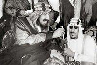 في عام 1925 استطاع الملك عبد العزيز ضم مكة والمدينة لسيادته ليسيطر على كامل نجد والحجاز ويقوم بتكليف سعود بإدارة الحكم في الرياض خلال فترة غيابه