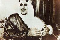 رفض الملك سعود رأي العلماء لكنهم أبلغوه أن قرارهم قد اتخذ وأنهم سيوقعون على قرار خلعه عن الحكم وأن من الأصلح له أن يتنازل، إلا أنه استمر في رفضه