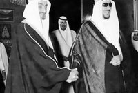 وفي نوفمبر عام 1964 أعلن مفتي المملكة خلع الملك سعود عن الحكم ومبايعة الأمير فيصل ملكًا للبلاد بدلًا منه
