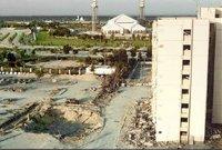 بعدها بـ 7 أشهر في نوفمبر عام 1996 شهدت المملكة تفجير ضخم هز أرجاء المملكة إذ وقع انفجار في مدينة الخبر والذي تسبب في مقتل 19 أمريكي وجرح 386 آخرين بينهم 17 سعودي و109 أمريكي