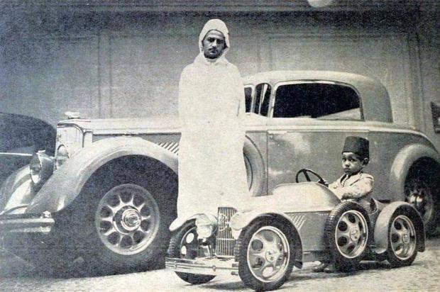 ولد الملك الحسن الثاني في الرباط في 9 يوليو عام 1929 كثاني أكبر أبناء الملك محمد الخامس وأكبر أولاده الذكور   