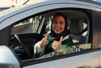 واحتفل عدد كبير من النساء السعوديات بإصدارهن رخص قيادة بقيامهن بالتجول بالسيارات في شوارع المملكة