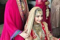 رايا مع اختها سونام اثناء حفل زفافها