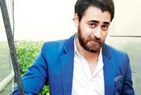 """بدأ عمران خان مشواره الفني منذ الصغر، وقف أمام كاميرات السينما لأول مرة في الخامسة من عمره، حيث شارك في فيلم """"قيامات سه قيامات تاك - من كارثة إلى كارثة"""" مع عامر خان."""