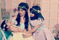 تزوجت من «عبد السلام الخبيزي» وفي أبريل 2012 أنجبت ابنتهما «ماريا»، وأنجبت في مايو 2015 ابنتهما الثانية «كاميليا»