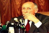 ثم عين في عام 1961 كنائب لرئيس الحكومة المؤقتة للجمهورية الجزائرية