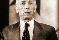 انتقل بعد ذلك إلى باريس وسويسرا ثم المغرب، ومن عام 1972 عاش متنقلا بين فرنسا والمغرب في إطار نشاطه السياسي بالإضافة إلى تنشيط مجلة الجريدة