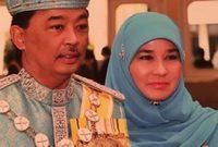وقبل أن يُصبح ملكًا للبلاد، كان عبدالله يشغل منصب ولي العهد بولاية باهانج بوسط ماليزيا منذ الأول من يوليو 1975، خلفًا لوالده المريض أحمد شاه البالغ من العُمر 88 عامًا.