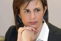 ريا من مواليد عام 1967، وحصلت على الشهادة الجامعية في إدارة الأعمال من الجامعة الأمريكية في بيروت في عام 1987