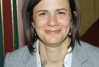 كما حصلت على شهادة الماجستير في إدارة الأعمال من جامعة جورج واشنطن في عام 1990