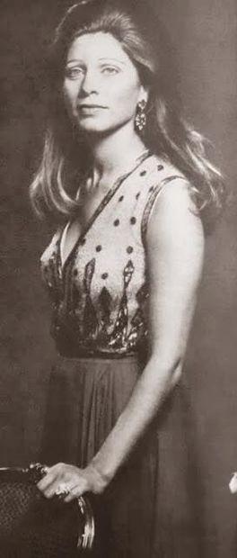 الملكة علياء حسين فلسطينية الأصل، وولدت في 25 ديسمبر في عام 1948 بمدينة القاهرة، عائلتها فلسطينية وتحديدًا من عائلات مدينة نابلس، وكان لها أخوين هما عبد الله وعلاء