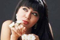 """في عام 2011 خاضت تجربة الغناء حيث قدمت أغنية منفردة حملت اسم """"من شفته"""""""