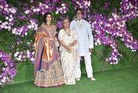 ومن أشهر الشخصيات التي حضرت النجم الهندي العالمي الأسطوري أميتاب باتشان