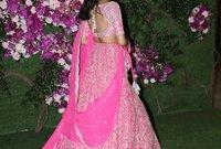 كما تألقت النجمة جاهانفي كابور في فستانها التي قامت بارتدائه في الحفل