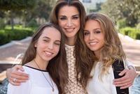الملكة رانيا مع ابنتيها