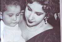 الملكة ناريمان زوجة الملك فاروق الأول وابنها فؤاد الثاني