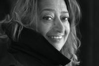 ولدت في بغداد 31 أكتوبر عام 1950 لوالد هو أحد مؤسسي الحزب الوطني الديمقراطي في العراق ورجل أعمال ووالدتها فنانة