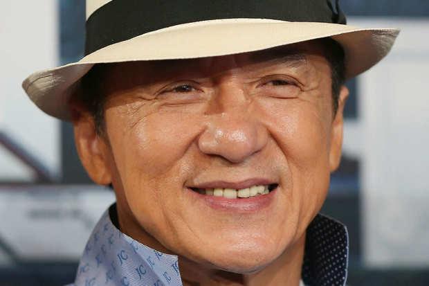 ولد في الـ 7 من إبريل عام 1954 في مدينة هونج كونج التابعة للصين