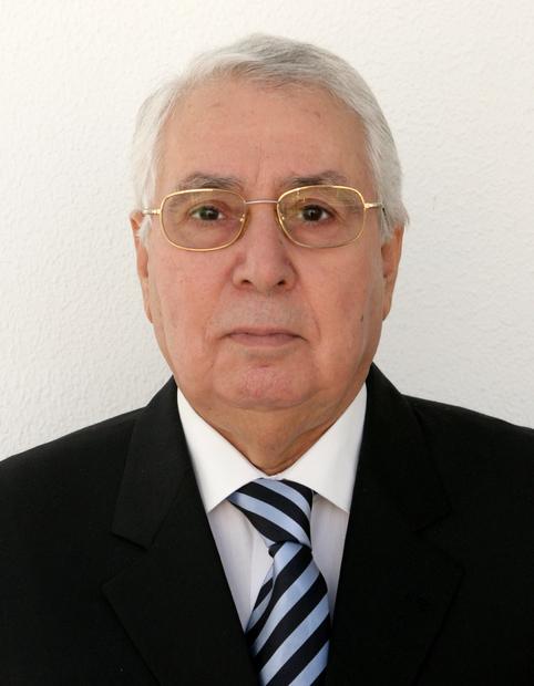 ولد في 24 نوفمبر عام 1941 بولاية تلمسان وتخرج من كلية الحقوق بجامعة دمشق التي ذهب إليها من خلال منحة دراسية