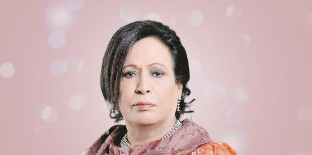 ولدت 18 إبريل عام 1948 بمنطقة شرق بالعاصمة الكويتية، وفي الخامسة من عمرها انتقلت مع أسرتها إلى المرقاب وسكنت بالقرب من مسجد عبد الله المبارك