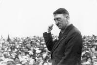 عندما اندلعت الحرب العالمية الأولى، كان هتلر في ميونخ في ذلك الوقت وتطوع كجندي نمساوي في الجيش الألماني خلال الحرب