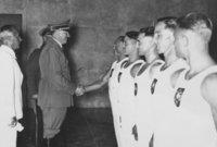 ورأى أن الشروط والغرامات التي فرضت على ألمانيا شديدة الإذلال للشعب الألماني