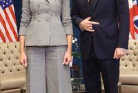 صورة تجمعها بألمير هاري من الأسرة المالكة في بريطانيا