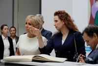 لقطة مع زوجة الرئيس الفرنسي