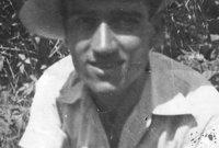 ولد عام 1924 في مدينة الأسكندرية وهو سوري الأصل ويهودي الديانة وكان من أكبر الداعمين لهجرة اليهود الموجودين في البلدان العربية إلى إسرائيل