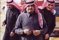 بويع بالملك من الأسرة المالكة وأفراد الشعب