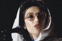 درست بجامعة هارفارد بأمريكا وجامعة أوكسفورد بانجلترا، وأصبحت أول طالبة آسيوية تنتخب كرئيس لاتحاد طلاب جامعة أوكسفورد عام 1976