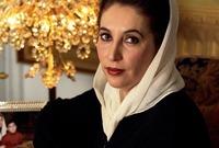 دخلت البلاد فيما يشبه الفوضى السياسية الأمر الذي دفع الرئيس الباكستاني غلام إسحق خان إلى إسقاط حكومتها عام 1990