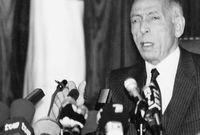 عاد إلى الجزائر عام 1992 بعد غياب 27 عام عقب استقالة الرئيس الشاذلي بن جديد حيث قال أنه قدم لإنقاذ  الجزائر بكل ما أوتي من قوة وصلاحية