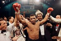 وفي عمر الـ 20 أصبح تايسون بطل الوزن الثقيل للمحترفين ليصبح أصغر ملاكم في التاريخ يحقق هذا اللقب