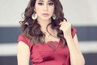 شقيقتها الصغرى هي الممثلة والمغنية أسيل عمران