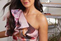 """إكتشفها المخرج الهندي """"كايزاد جوستاد"""" أثناء عملها كعارضة أزياء في لندن، ورشحها للمشاركة في فيلم """"بووم"""" عام 2003"""