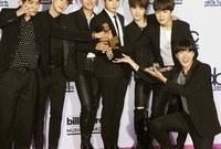 أما عن ما حققته الفرقة عالميًا، فهي أول فرق البوب الكورية التي يتم ترشيحها للفوز بجوائز الـ«غرامي»، كما حصد 2 من ألبومات الفرقة المركز الأول في قائمة «بيلبورد» لأفضل 200 ألبوم موسيقي، تصدرت صور الفرقة أيضًا غلاف مجلة «تايم» الأمريكية