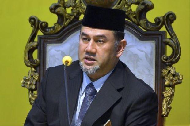 ولد السلطان محمد الخامس سلطان ماليزيا السابق والذي يبلغ 49 عام في 6 أكتوبر عام 1969، بدأ عهده في الحكم بولايته لمقاطعة «كيلانتان» ثم صار سلطانا لها عام 2010، أصبح بعدها سلطانًا لماليزيا عام 2016