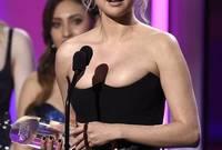 """وفي 2017 فازت بجائزة """"امرأة العام"""" التي تنظمها مجلة """"بيلبورد"""" ووجهت الشكر لصديقتها، وقالت باكية: """"أعتبر أن فرانشا يجب أن تفوز بالجائزة. لقد أنقذت حياتي، أشعر بأنني محظوظة بشكل كبير"""""""