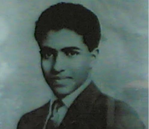 هو الابن الوحيد للسلطان سعيد بن تيمور بن فيصل آل سعيد، ولد في 18 نوفمبر 1940 في ولاية صلالة بمحافظة ظفار بسلطنة عمان