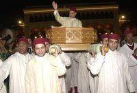 تولى الحكم رسميًا يوم 23 يوليو عام 1999 وهو يبلغ من العمر 36 عامًا بعد وفاة والده الملك الحسن،  ألقى أول خطاب رسمي كملك للمغرب في 30 يوليو عام 1999 ليتم اعتماد هذا التاريخ رسميًا للإحتفال بعيد العرش
