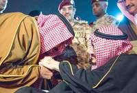 واشتهر كذلك عن الملك سلمان قيامه بتقبيل يد أخيه الأكبر في عدة مناسبات كدلالة على حبه الشديد واحترامه له وتقديرًا لكونه أكبر أخواته الأحياء